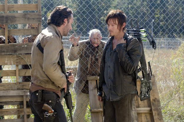 the-walking-dead-season-3-episode-15-this-sorrowful-life-1