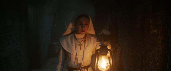 Taissa Farmiga é a protagonista de The Nun - A Freira Maldita