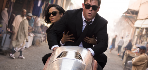 tessa thompson chris hemsworth Crítica - MIB: Homens de Negro - Força Internacional